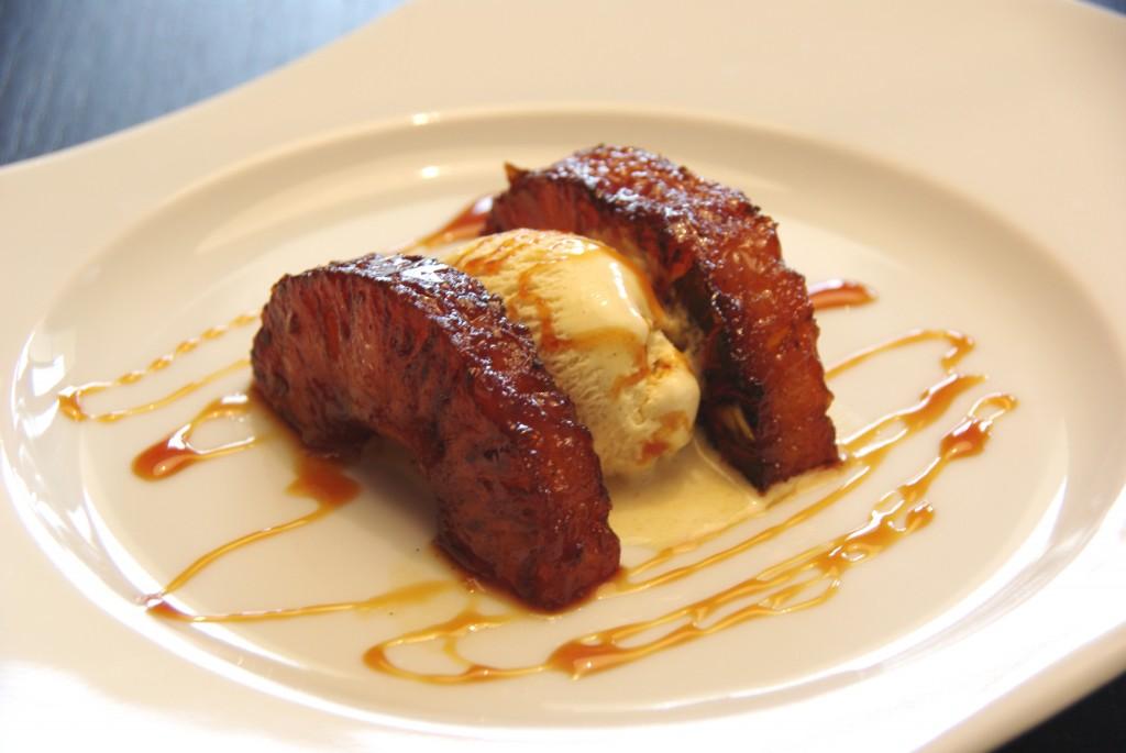 Ananas rôti et sa glace à la vanille